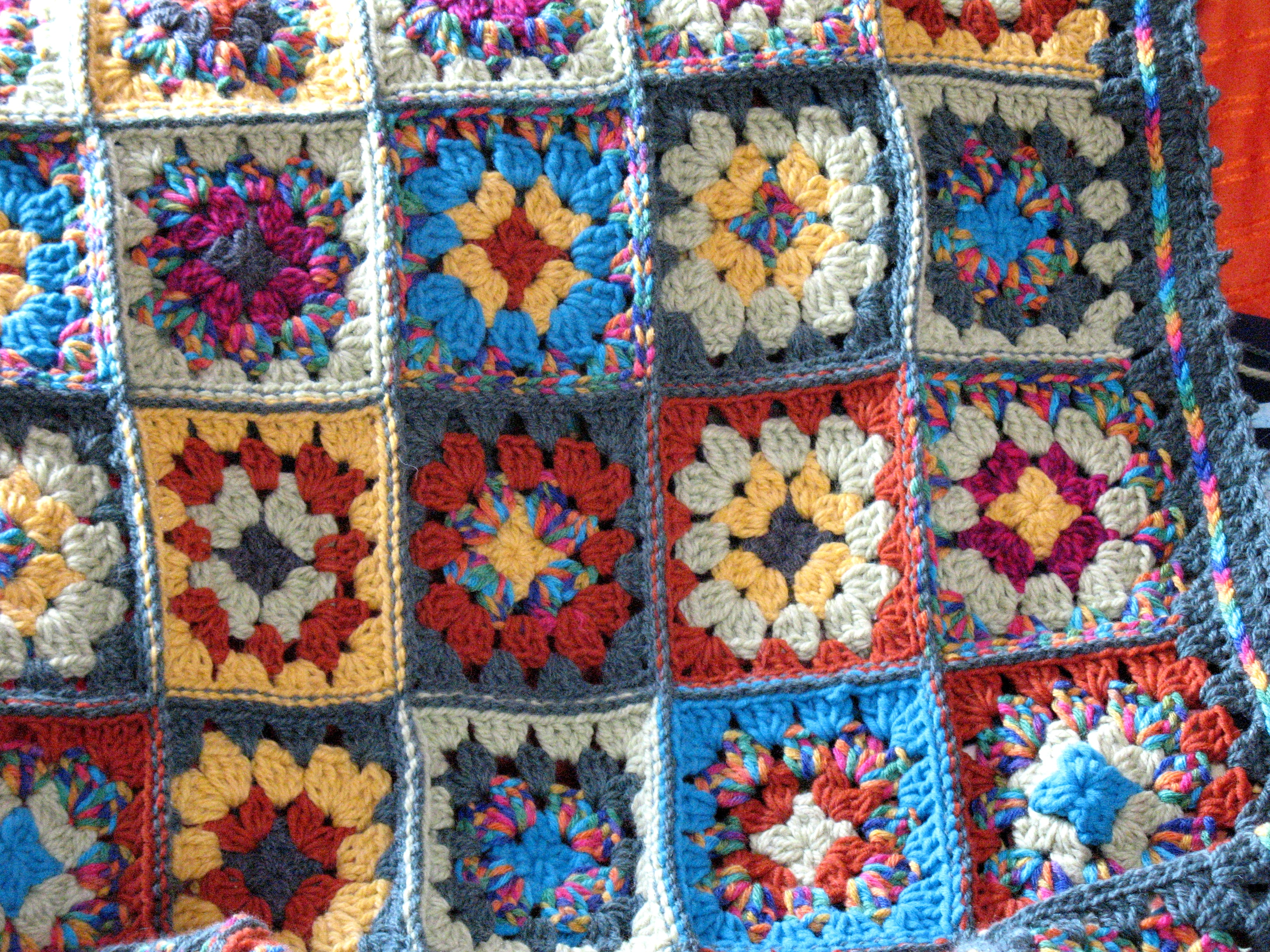 Die Granny Square Tagesdecke Bennelle
